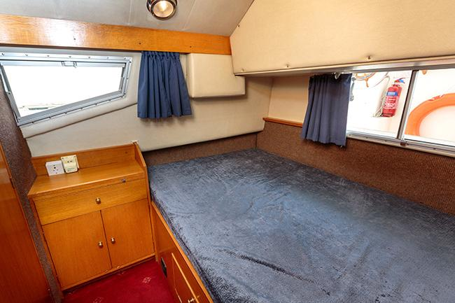 Royall Solitaire - mid cabin double berth