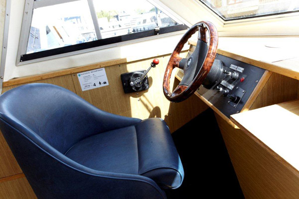 Brinks Moorhen Driving Position