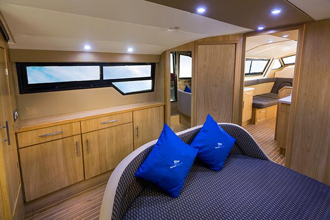 Brinks Serenade - aft cabin, island bed (walk around)