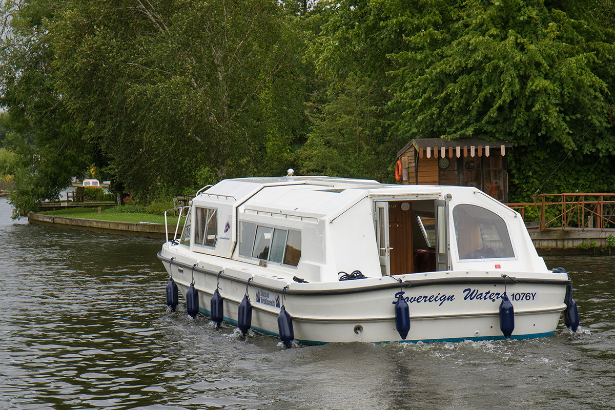 Sovereign Waters - 12 person day boat from Barnes Brinkcraft