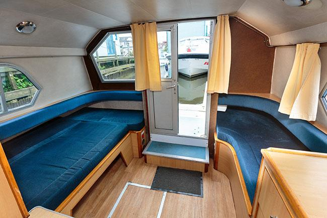 Brinks Ultima 1 - twin beds, aft cabin