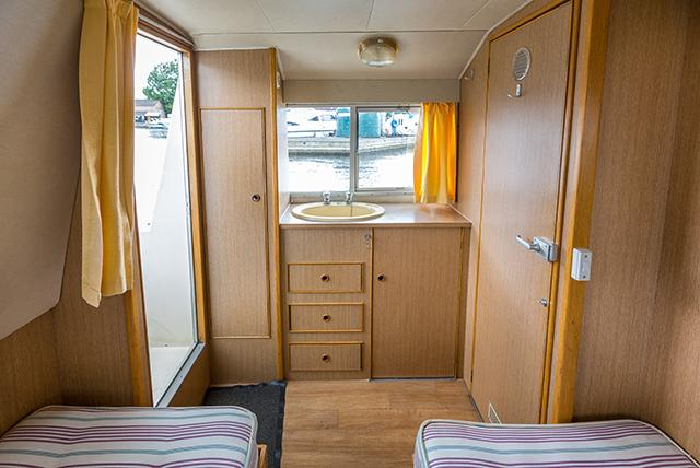 Brinks Rexmore - twin cabin aft