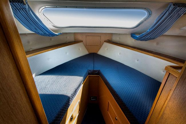 Brinks Ladymore - forward cabin 'V' berths (twin bunks)