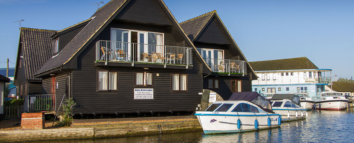 Daisy Broad Lodges, riversideself catering