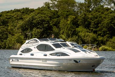 Norfolk Broads holidays on a cruiser