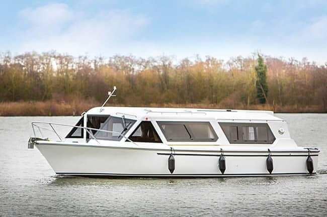 encore-plus-holiday-boat
